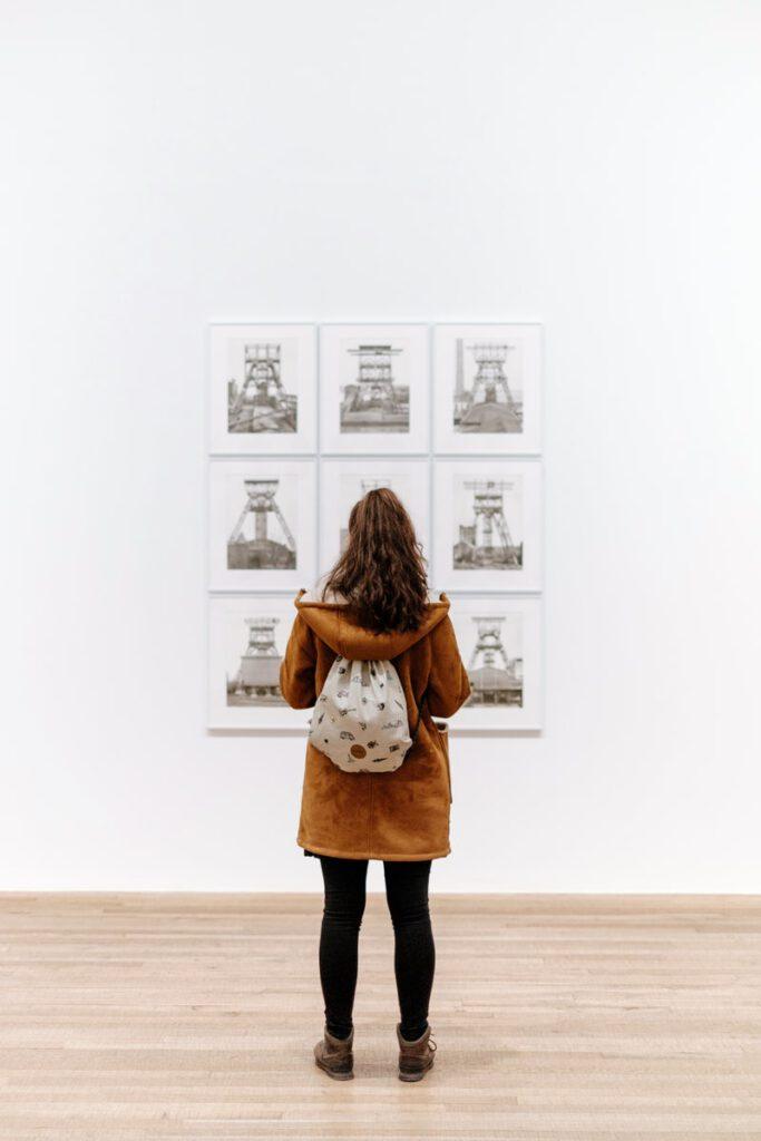 Girl with backpack in art gallery photo by Samuel Zeller 2016
